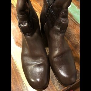 Burberry boots size 10